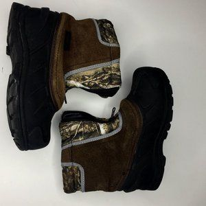 Itasca little boy's size 2 camo/black snow boots.